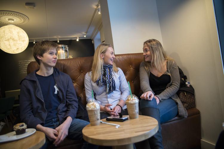 b4c4fb2d9 Tre ungdommer om kjøpepress: Mange opplever at de må følge en ...