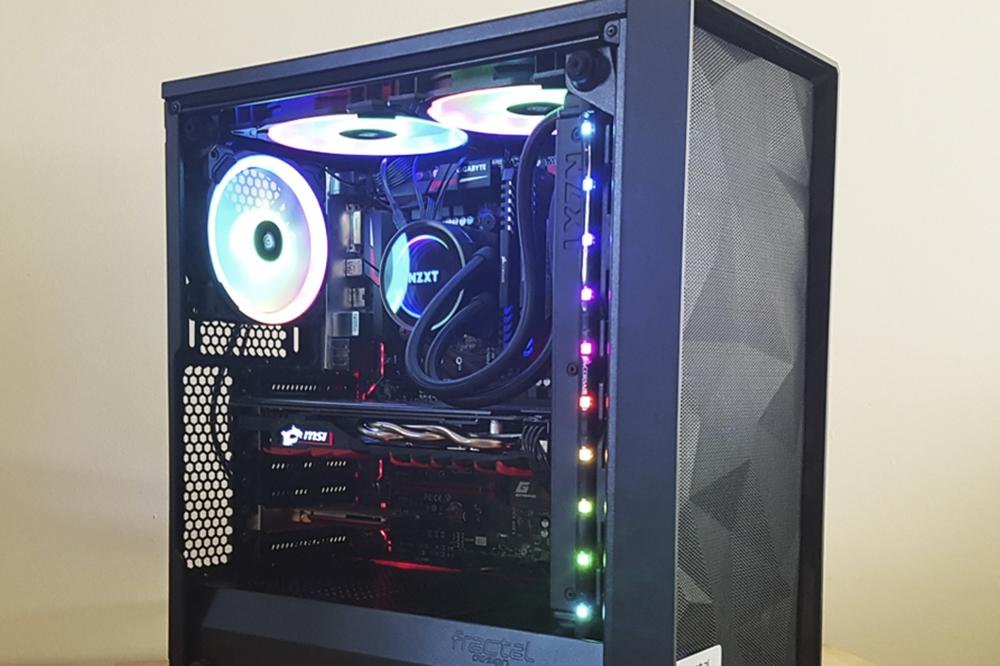 Hvordan du kobler opp to skjermer til en PC
