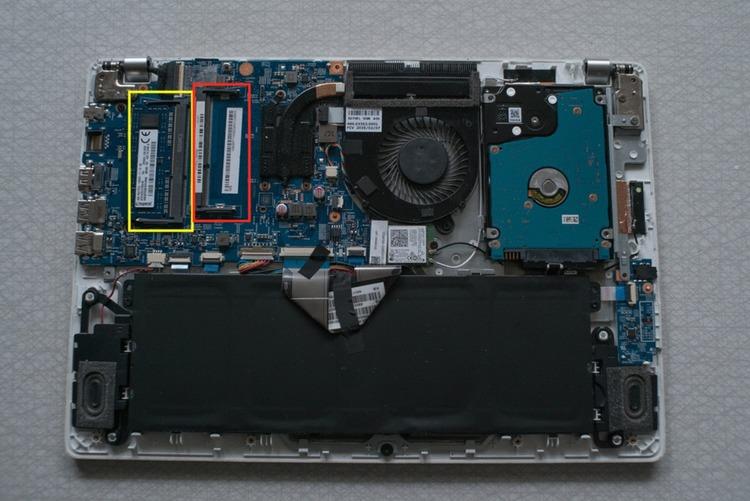 a97ef976 ÉN PLUSS ÉN: Denne laptopen har én RAM-brikke (gul firkant) og én ledig  plass (rød firkant). FOTO: VG PARTNERSTUDIO